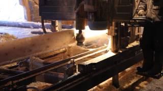 Как делают оцилиндрованное бревно (оцилиндровка)(Процесс производства оцилиндрованного бревна из зимнего леса., 2014-12-17T06:50:58.000Z)