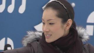 プロフィギュアスケーターの荒川静香さんが18日、横浜市中区の横浜赤レ...