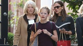 Jennifer Garner Does Some Early Holiday Shopping With Ben Affleck's Mom!