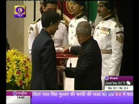 President Pranab Mukherjee presents Padma awards
