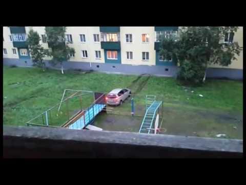 Водитель иномарки таранил многоэтажный жилой дом в Поронайске