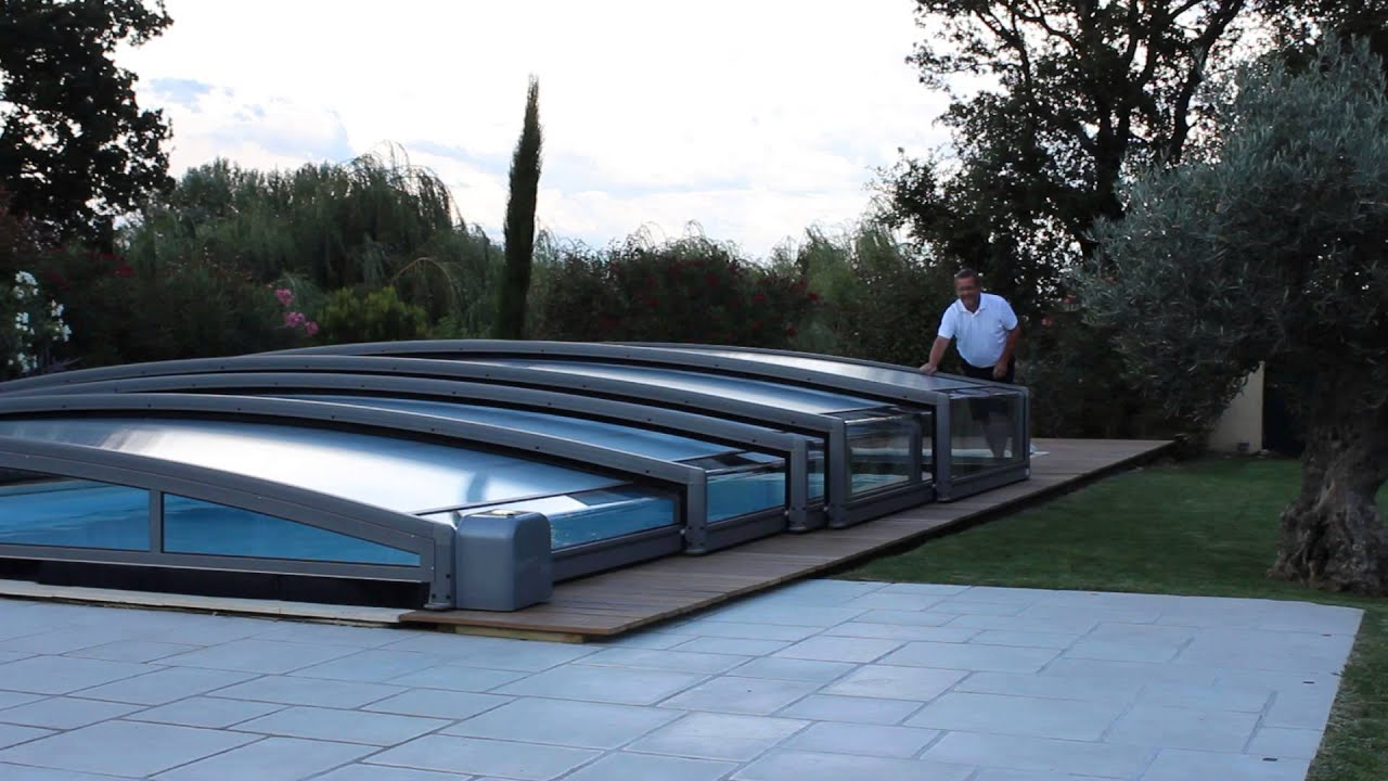 Abri de piscine carat youtube for Abri piscine azenco