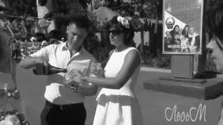 Жених отрезал ножницами невесте половину платья -:)))))