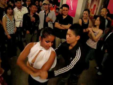 Magna Gopal dancing with a Japanese kid in Tokyo - Japan Salsa Congress 2008.mp4