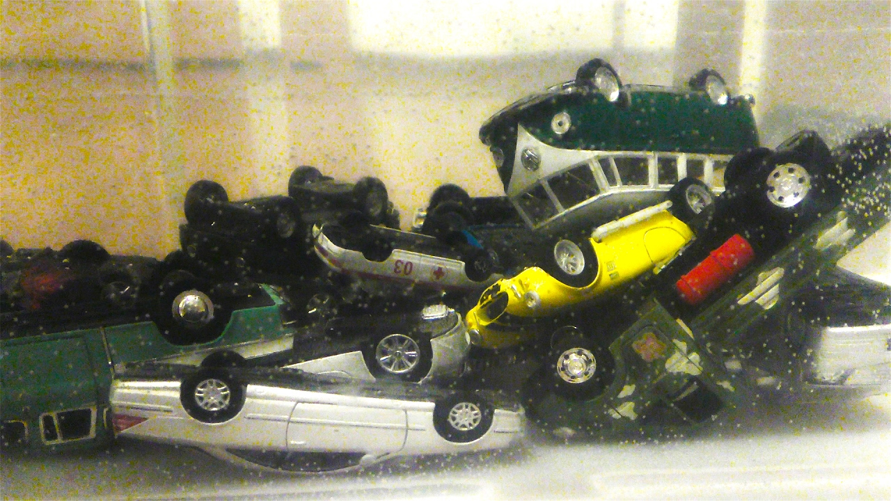 toy cars dive in water small toy cars jumping into the water video for kids youtube. Black Bedroom Furniture Sets. Home Design Ideas