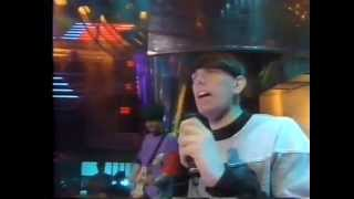 Inspiral Carpets - This Is How It Feels ( Top Of The Pops 1990 )