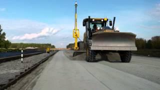 Как строят дороги(Работа грейдера с Системой Автоматического Управления Trimble 3D нивелирование., 2013-01-17T11:03:00.000Z)