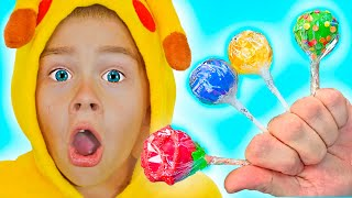 João Tamik cantando a Canção das Cores e o Amik finge brincar de pegar seu Lollipop