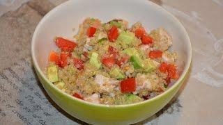 Салат из киноа с индюшиной запеченной грудкой и авокадо