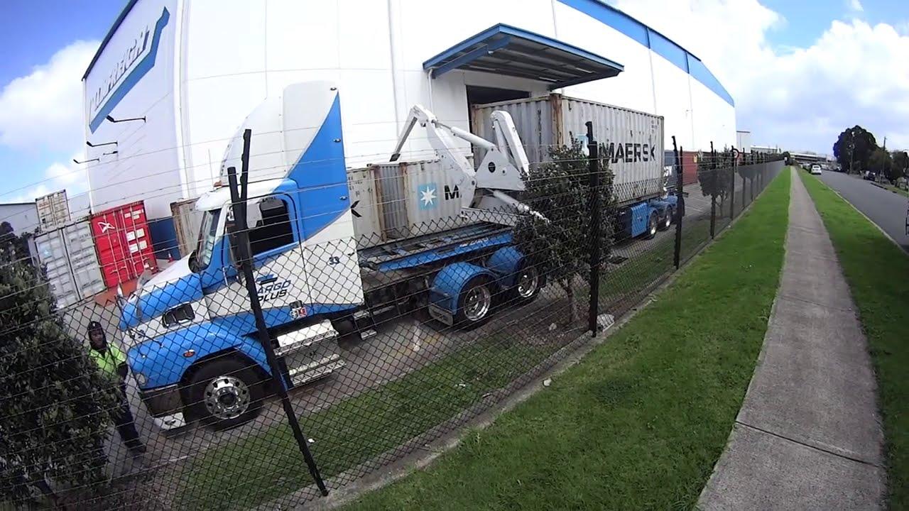 Así descargan containers con Swinglift en Nueva Zelanda