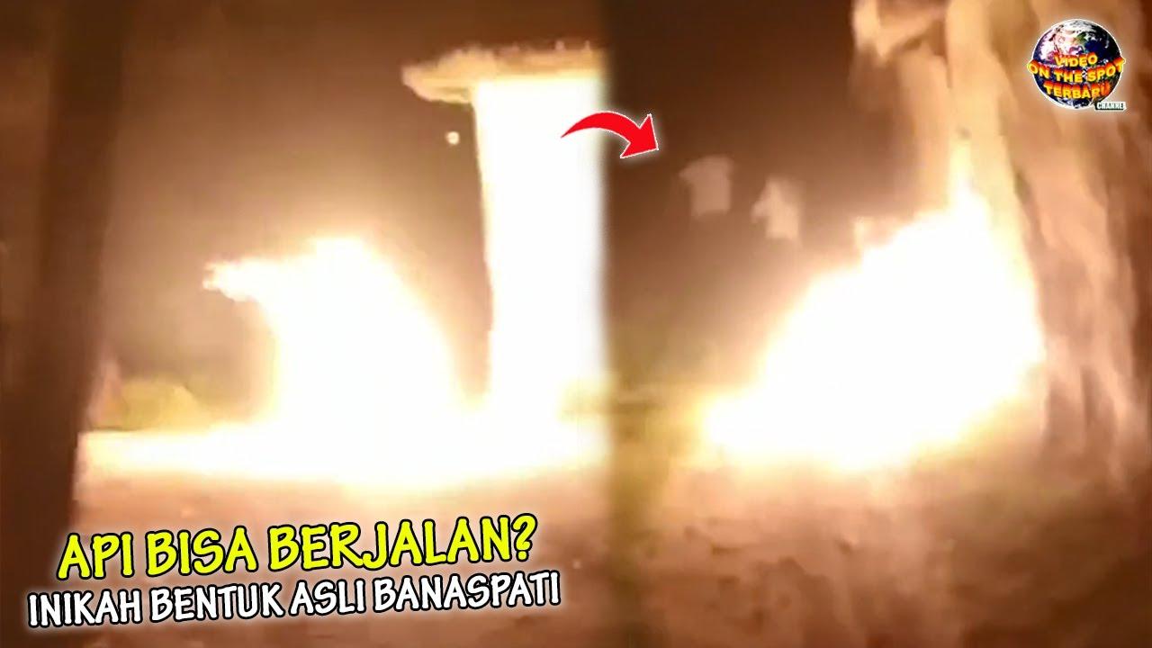 MERINDING! Kobaran Api Misterius Berlari Mengejar Warga, Inikah Bentuk Asli Banaspati?