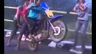 MUVIZA COM  Video LUCU Terbaru AKSI Standing Motor TERGOKIL