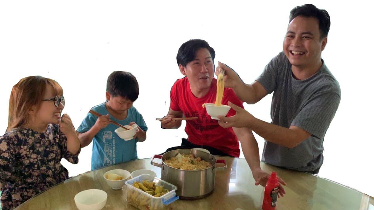 Bữa Cơm Trưa Ngày Dịch Của Nhân Viên Độc Lạ Việt Nam || Ut Mini