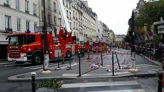 Pompiers de PARIS incendie Magasin PARIS 3 Paris Fire Dept on scene, major fire in a store