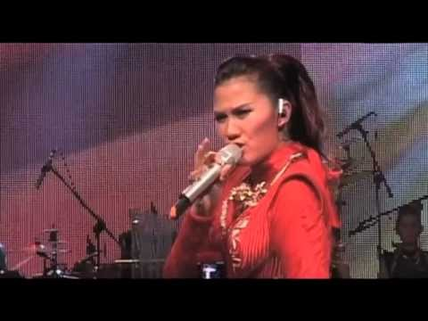 NICKY ASTRIA LIVE CONCERT IN BANDUNG 2013