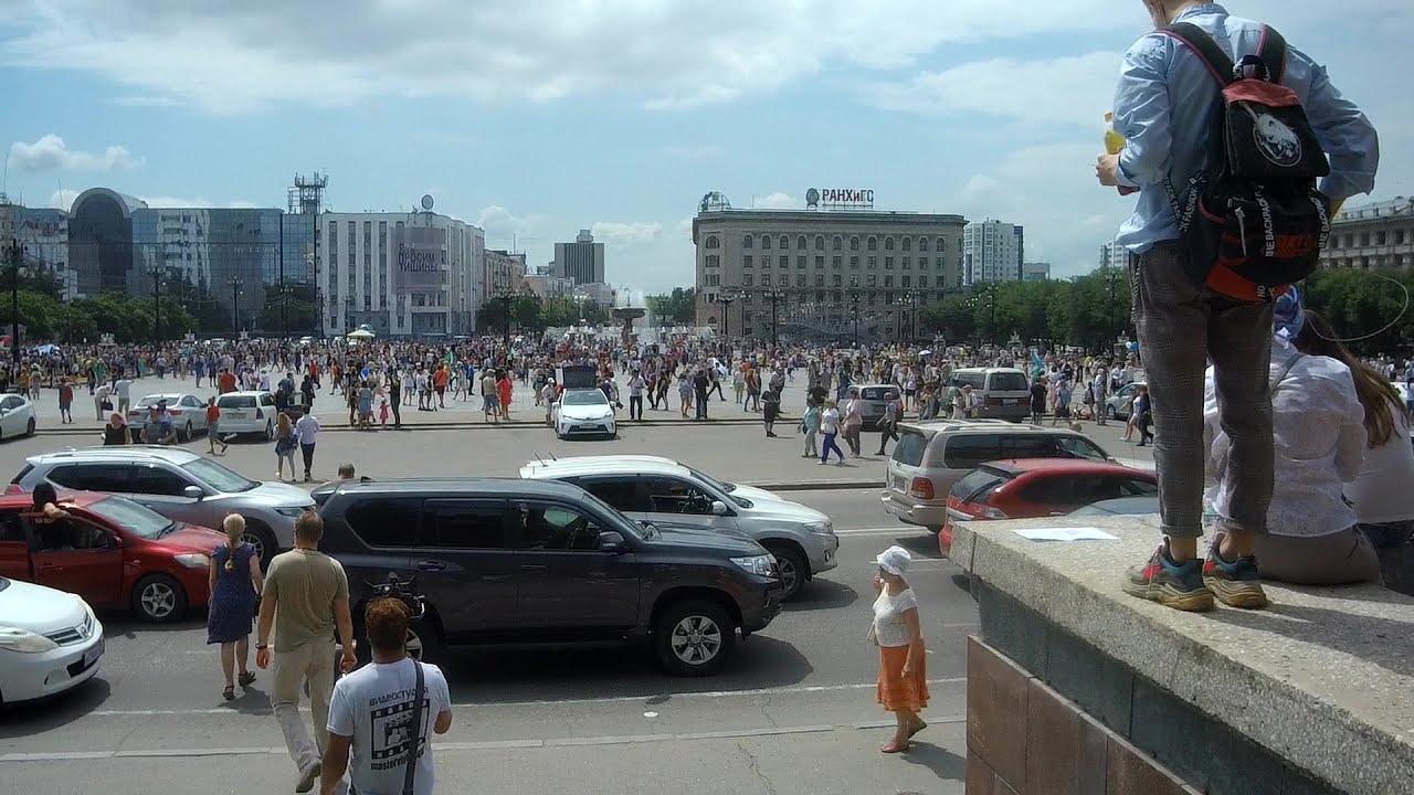 Хабаровск 25.07 около 100.000 человек кормят голубей