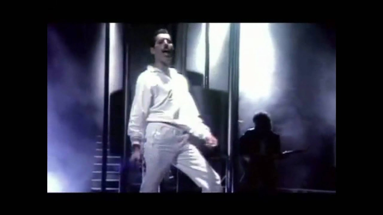 Queen- Back Chat (HD) - YouTube