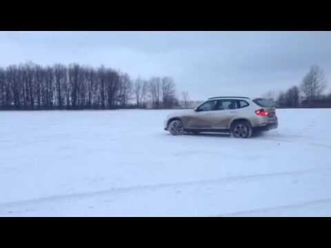 БМВ X1 sdrive  в снегу