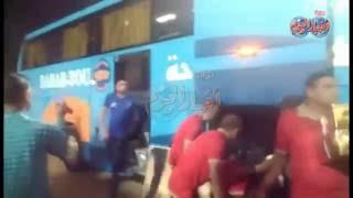 وصول أتوبيس النادي الأهلي إلى ملعب الجيش بالسويس