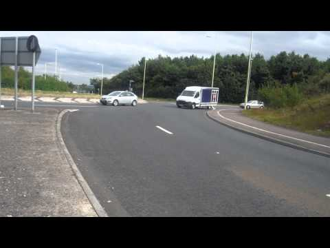 All i want to do is cross the Leighton Buzzard Bypass road safely