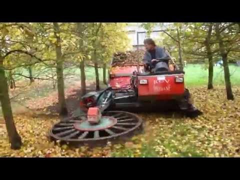 Классная спецтехника по уборке опавших листьев и яблок