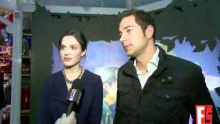 "Zachary Levi & Mandy Moore get ""Tangled"" for kids - E! Online"
