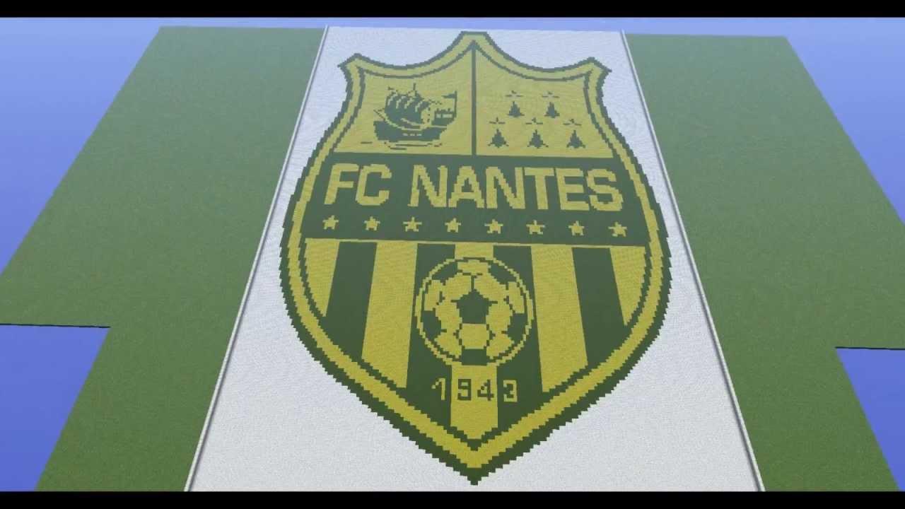 Pixel Art Football Logo Facile