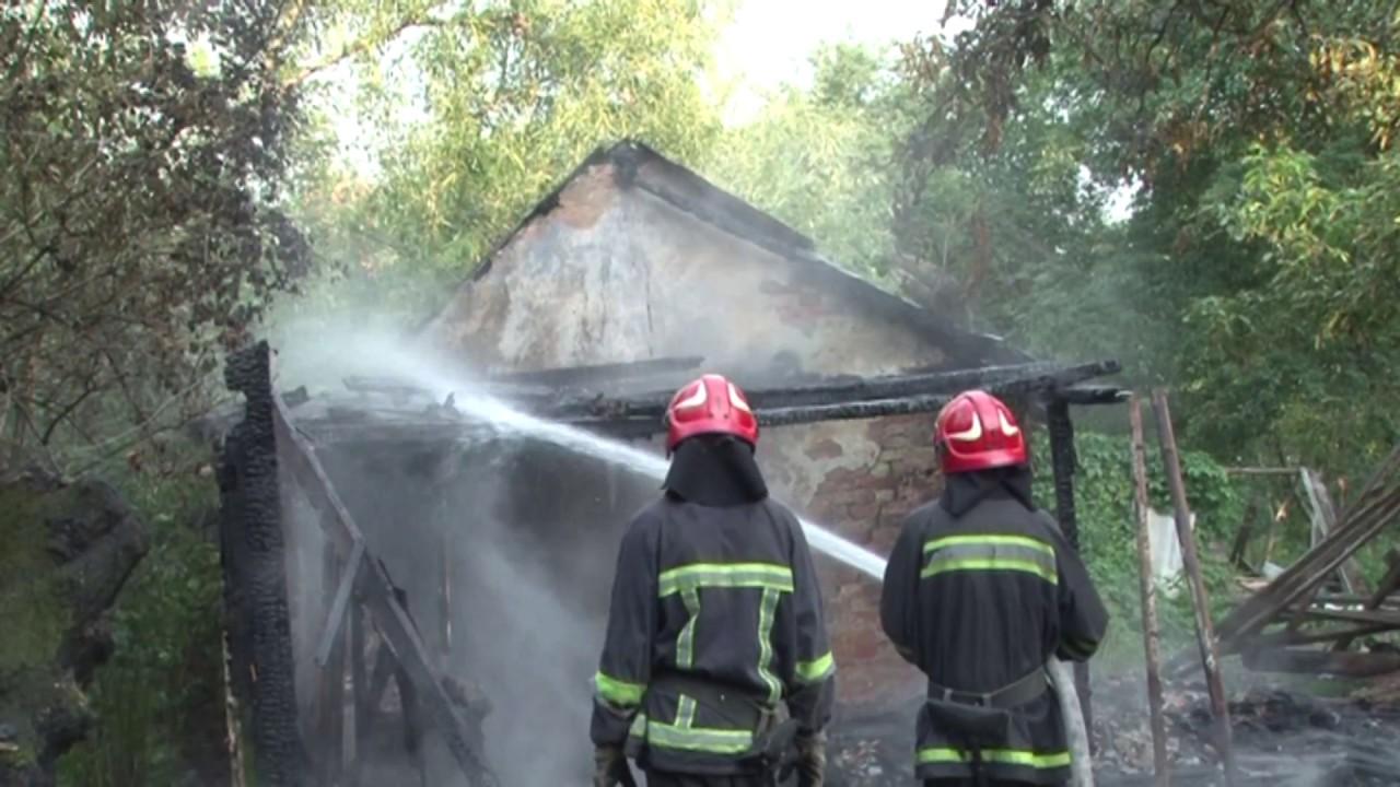 На Франківщині у пожежі згоріли дві господарські будівлі