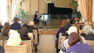 У Коломийській музичній школі вшанували померлих викладачів
