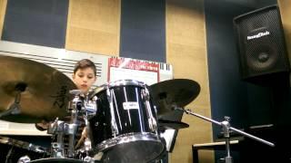 Πώς να παίζεις Τον απλό βασικό ρυθμό στα drum