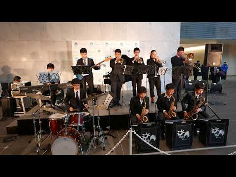 Scene from Seisoku High School brass band's performance at Tokyo Infiorata 2018 [RAW VIDEO]