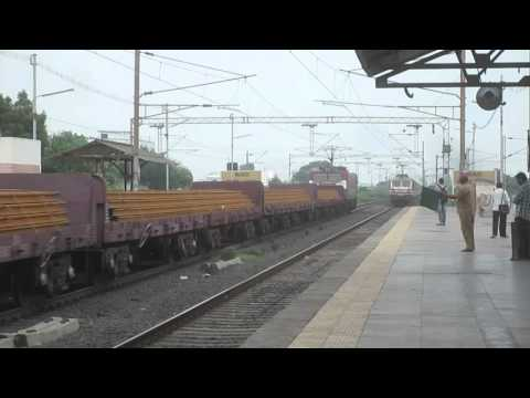 22210 New Delhi - Mumbai Duronto Exp storms Sayan at 120kmph !!!