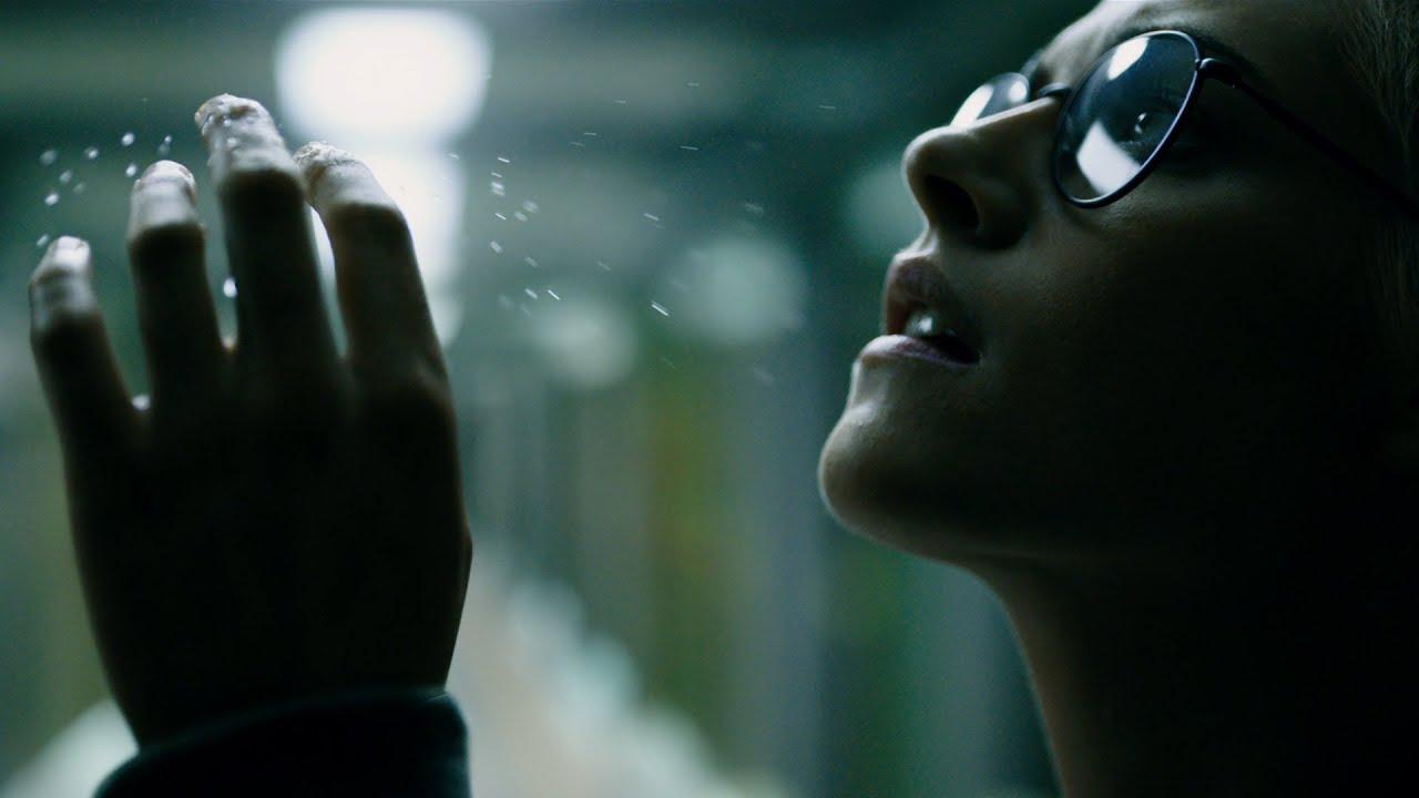 Kristen Stewart in Underwater recensie op Streamz+