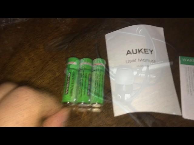 Déballage et test écouteur Aukey +Lampe UV Aukey