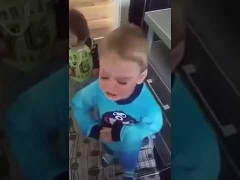 Dete hoce da gleda Vucica