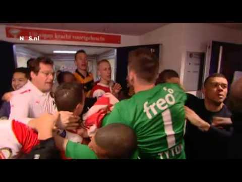 Jeremain Lens pakt Joris Mathijsen bij de keel na Feyenoord-PSV