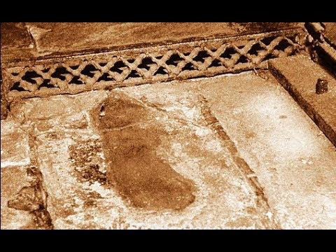 REAL GHOST BLOODY FOOTPRINTS IN REALLY HAUNTED HOUSE