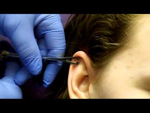 Getting My Cartilage Pierced With Needle - YouTube