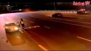 O haita de lupi ataca un politist