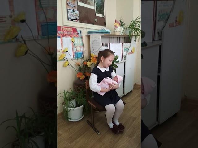 Изображение предпросмотра прочтения – СофияПавалакий читает отрывок изпроизведения «Баю-баюшки-баю» (Русский фольклор )
