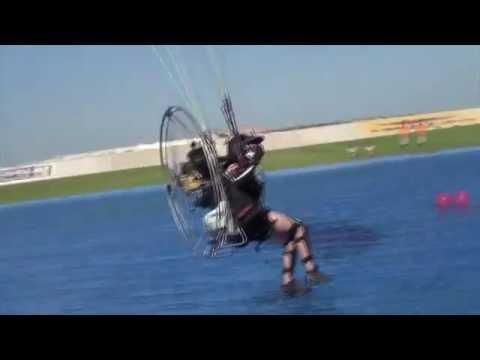 World Air Games Dubai 2015. Światowe Igrzyska Lotnicze w Dubaju. Paralotnie. Niebiski HD.