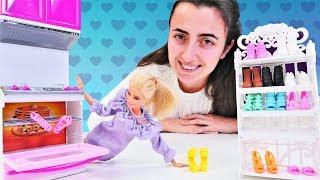 Barbie ile kız videoları. Sevcan Barbieye yeni ayakkabı rafı alıyor