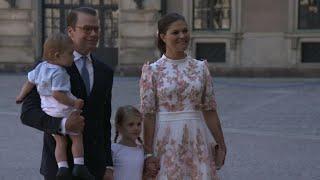 Här anländer kronprinsessan Victoria till Slottskyrkan - Nyheterna (TV4)