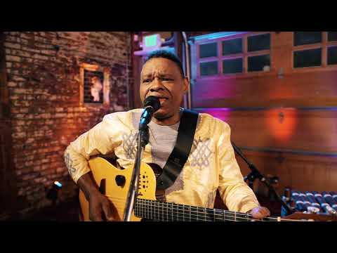 Art Zone: Alpha Yaya Diallo performs 'Dunia'