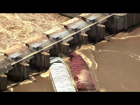 Runaway barges hit dam and sink