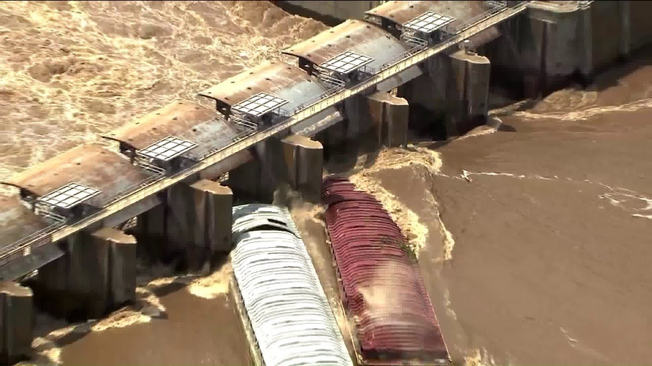 Watch: Two barges sink after hitting dam at Webbers Falls