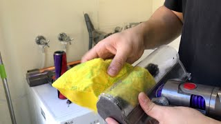 How to Clean the Dyson V10 Cle…