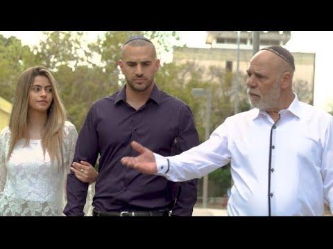 המופע של אלעד לוי פרק 5 - בית כנסת (גאווה ודעה קדומה)