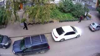 Поцарапал машину во дворе