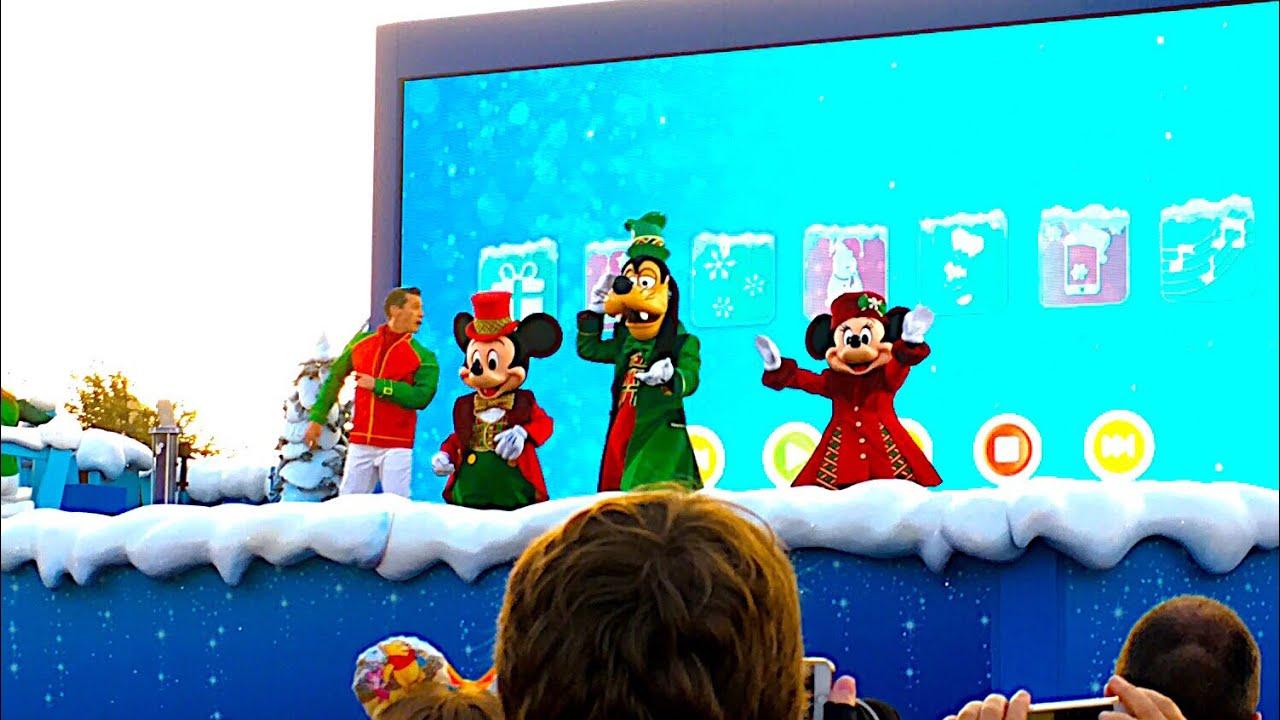 Sing me a Merry Christmas! Disney's
